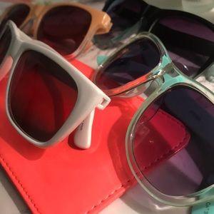 4 sunglasses AND sunglasses case bundle